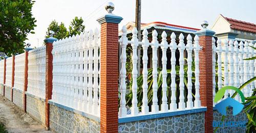 gạch ốp chân tường sân vườn