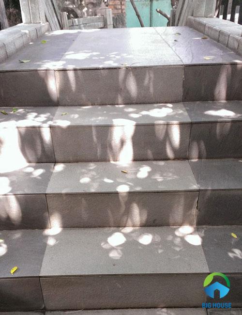 gạch ốp cầu thang ngoài trời