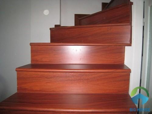 gạch ốp cầu thang giả gỗ 1