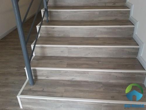 gạch ốp cầu thang giả gỗ 2