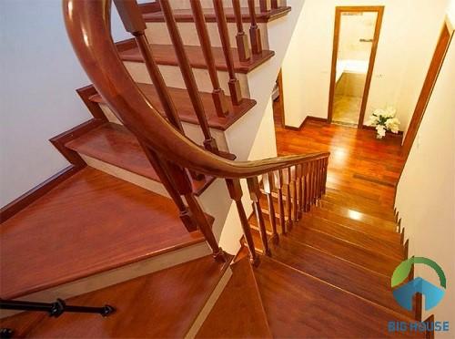 gạch ốp cầu thang giả gỗ 3