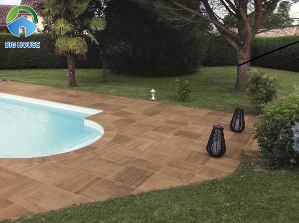 Gạch giả gỗ dùng cho khu vực bể bơi nên có khả năng chống trơn tốt