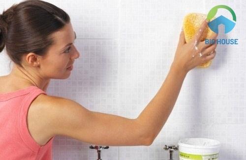cách làm sạch gạch ốp tường bị ố vàng