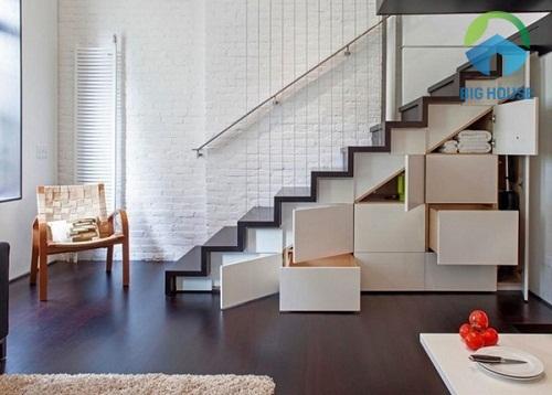 Gạch thẻ màu trắng ốp tường cầu thang