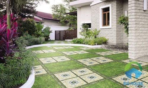 Gạch ceramic lát sân vườn