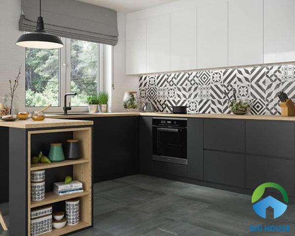 Gạch bông xám trắng họa tiết đơn giản tạo ấn tượng trong không gian bếp hiện đại