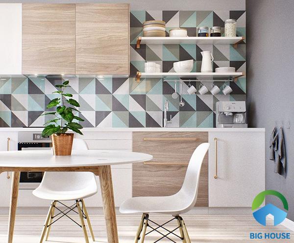 Gạch bông xanh xám với họa tiết hình tam giác là một ý tưởng không tồi để ốp tường bếp