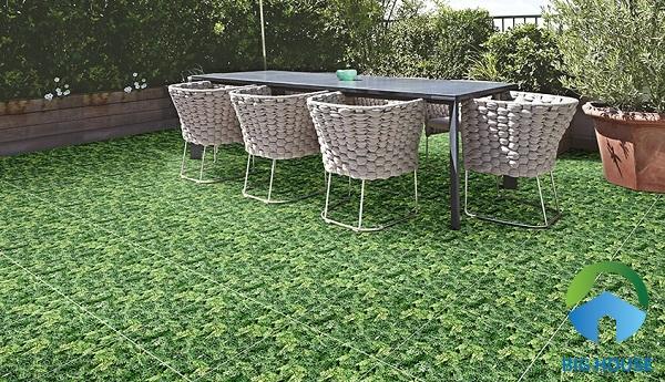Dựa vào diện tích sân bạn có thể lựa chọn kích thước gạch phù hợp tạo sự hài hòa cho không gian