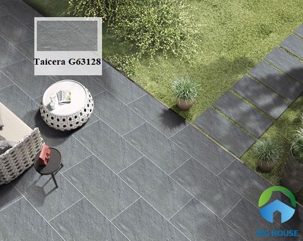 Ngoài ra, bạn có thể sử dụng mẫu gạch Taicera G63128 kích thước 30x60. Sở hữu gam màu xám trung tính mang vẻ đẹp sang trọng và hiện đại. Taicera G63128 là một trong những mẫu gạch lát sân chống trơn trượt hiệu quả và khả năng chịu lực cao